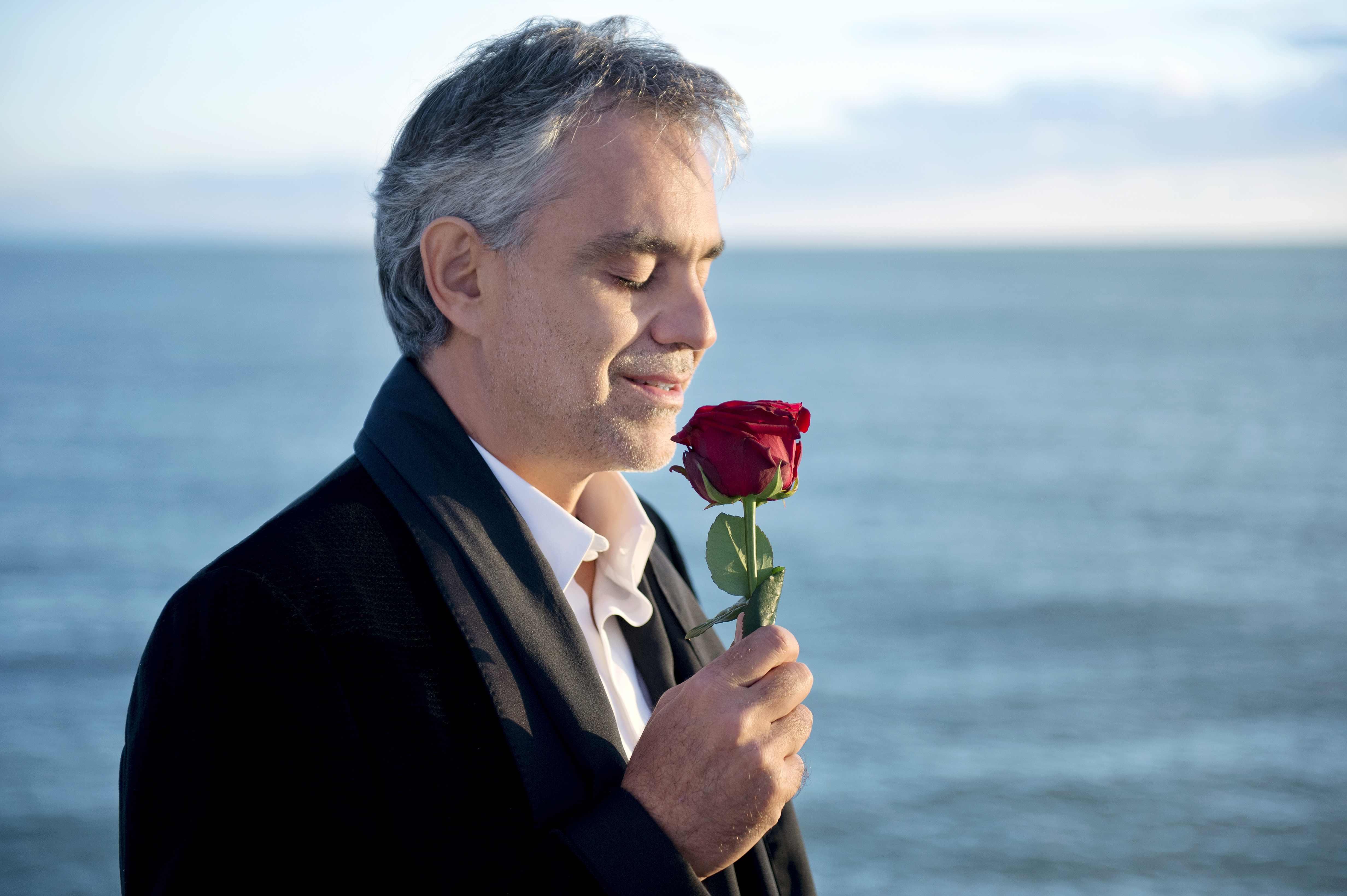 A Tokaji kedvéért lemond diétájáról Andrea Bocelli