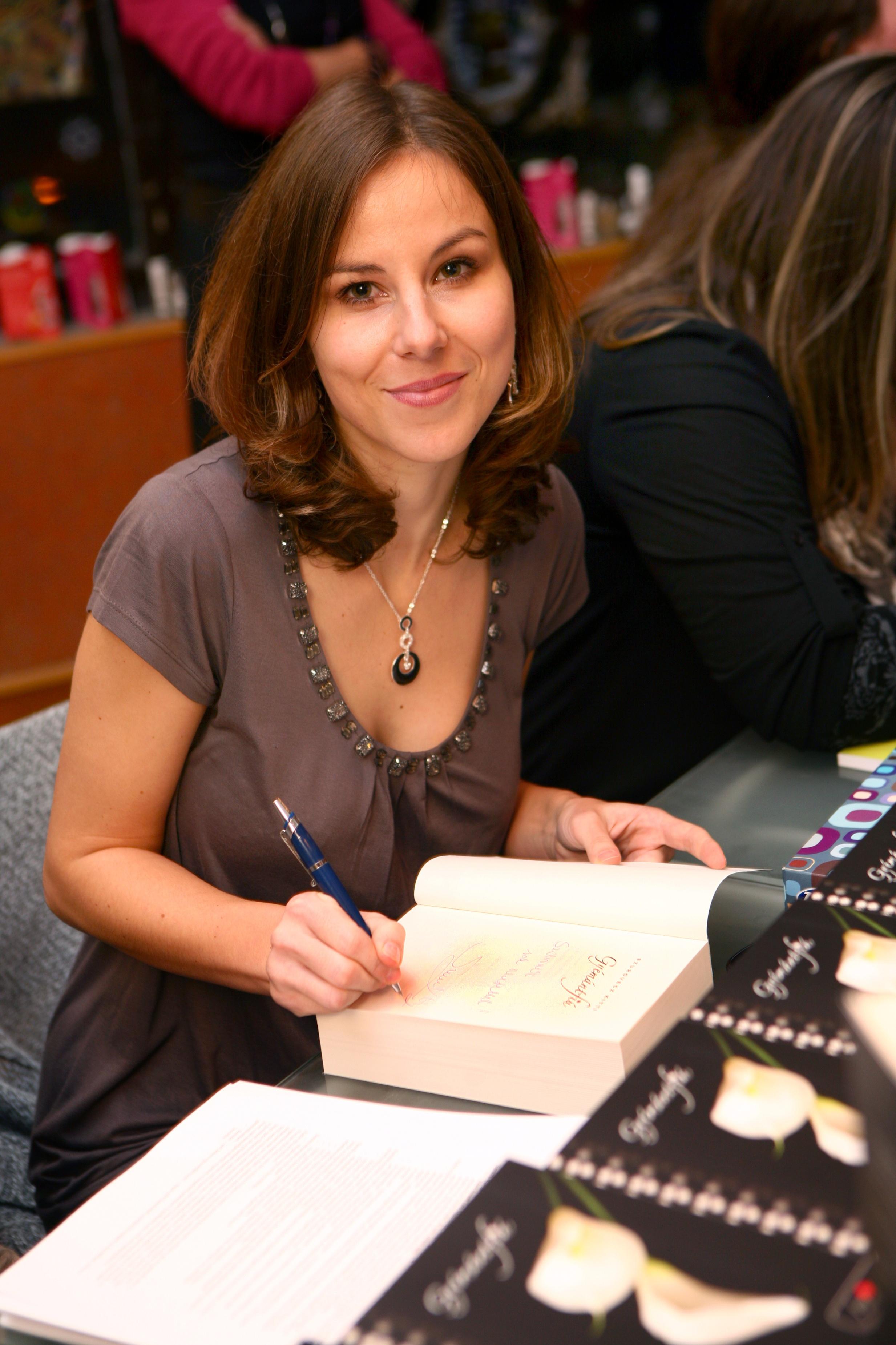 Magyar írónő lehet a következő Stephenie Meyer