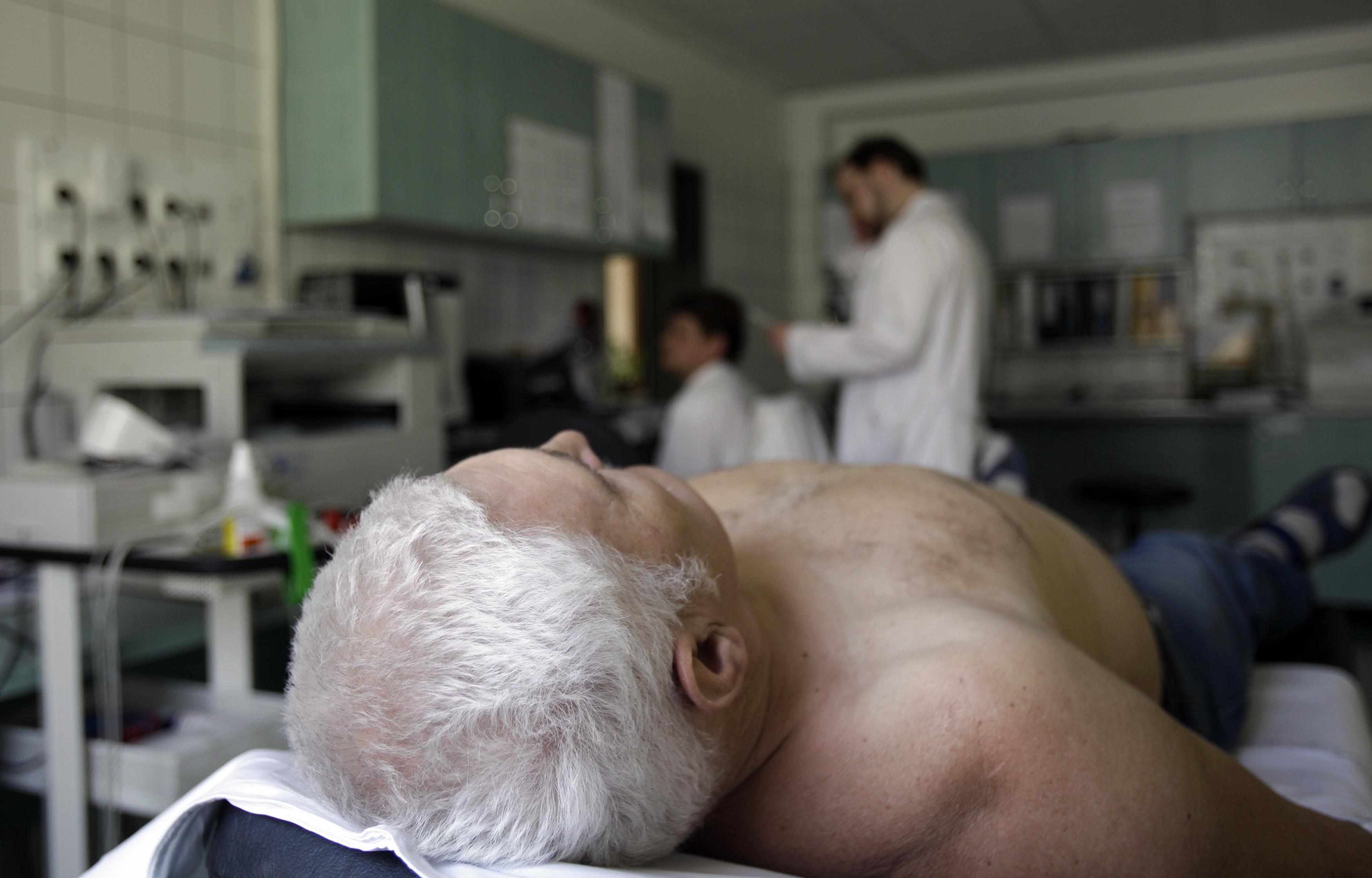 Oxigénpalackkal a sebészeten - kalandtúra a magyar kórházakban