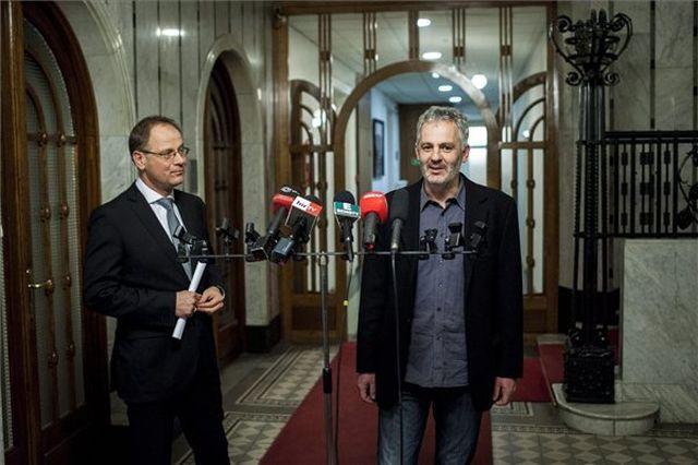 Zoltai Bence, a 2000. április 9-én Leányfalun halálra gázolt gyermekek édesapja beszél a Közigazgatási és Igazságügyi Minisztériumban tartott sajtótájékoztatón 2014. január 13-án. A sajtótájékoztatón,