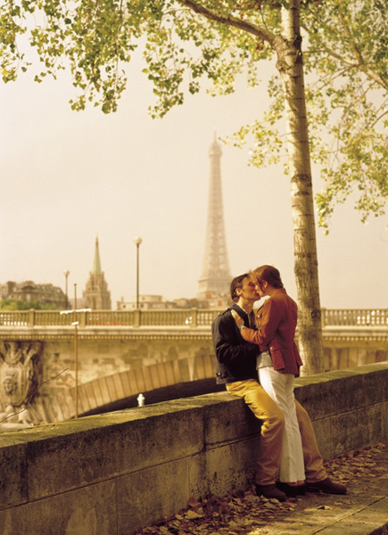 Hűtlenség párizsi módra: már a francia csók is keserű?