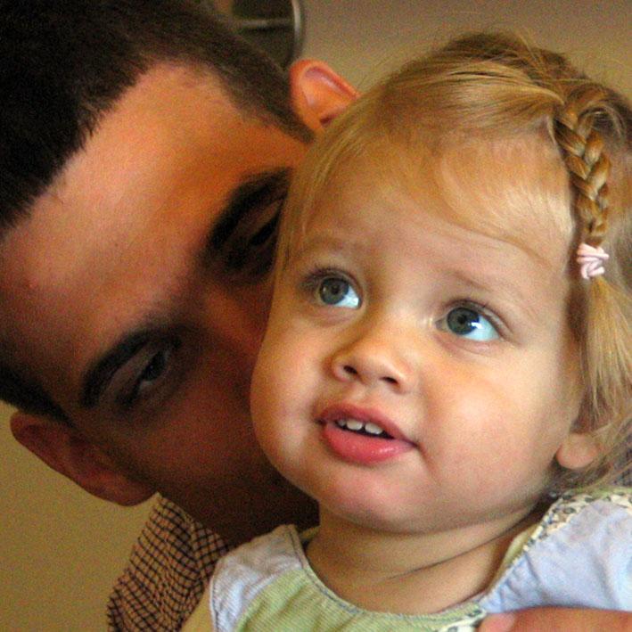 Édesapja májlebenyével élhet teljes életet a kis Adél