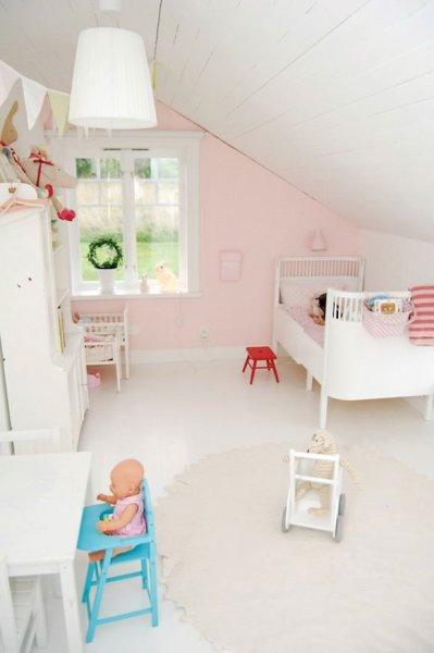 Hangulatos tetőtéri gyerekszobák