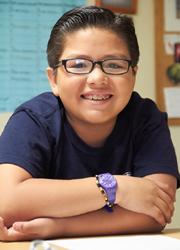 Hajléktalanokon segít a 10 éves kisfiú