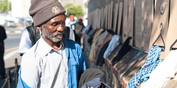 Ingyenes ruhabolt szegényeknek