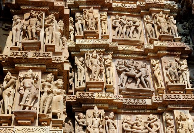 Káma-Szútra részletek egy hindu templomon, Khajurahoban