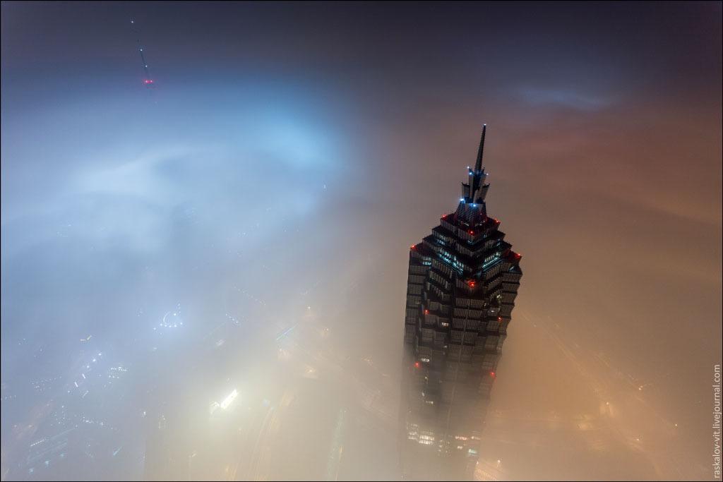 Szédületes videó: így mászták meg a Sanghaj Tornyot