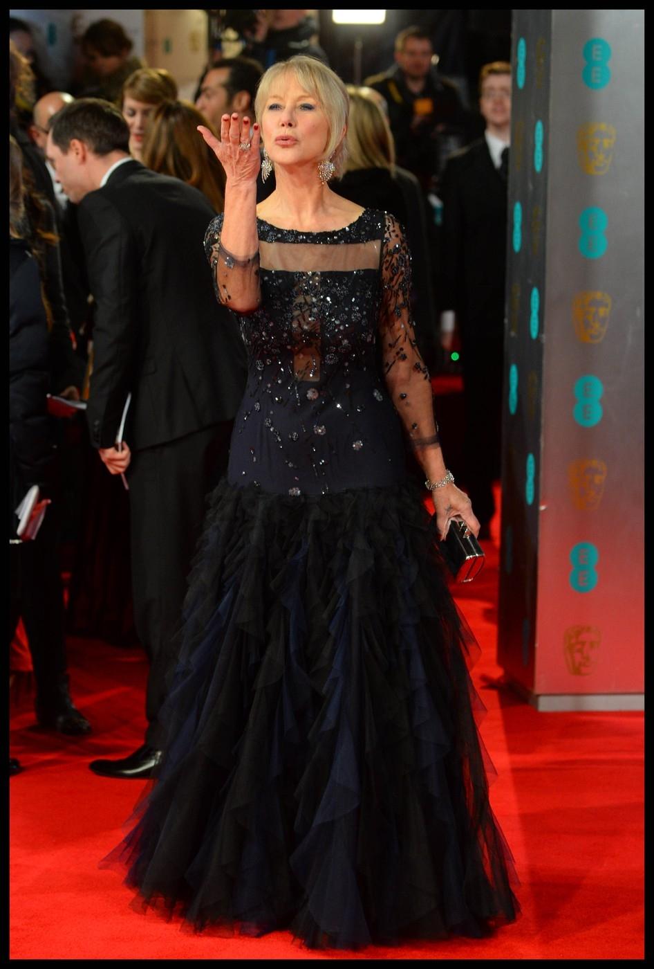 Ruhamustra: Angelina Jolie volt a BAFTA legszexisebb vendége