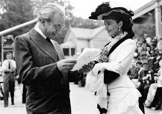 Producer Alexander Korda and Vivien Leigh between scenes of Anna Karenina