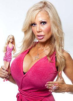 Hipnoterápiára jár az élő Barbie, hogy butább legyen