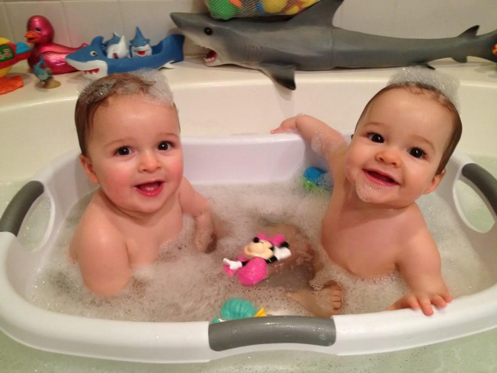 Fürdőző kisbabák - cuki fotók