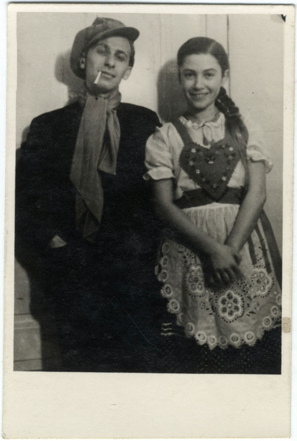 GYarmati Fanni és Radnóti Miklós egy 1937-es álarcosbálon Molnár Ferenc Liliom című darabjának szereplőiként Fotó: radnoti.mtak.hu
