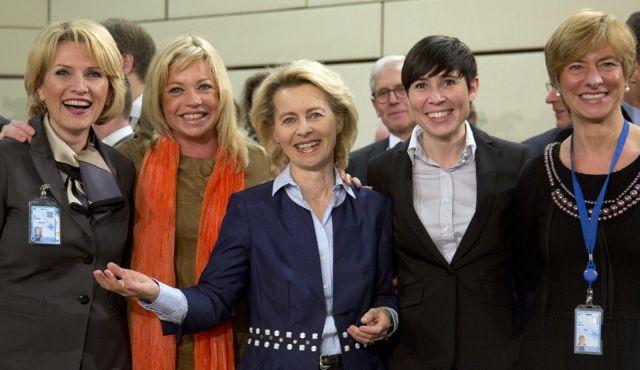 From left, defense ministers, Albania's Mimi Kodheli, Netherland's Jeanine Hennis-Plasschaert, Germany's Ursula von der Leyen, Norway's Ine Marie Eriksen Soreide and Italy's RoberForrás: statesman.com