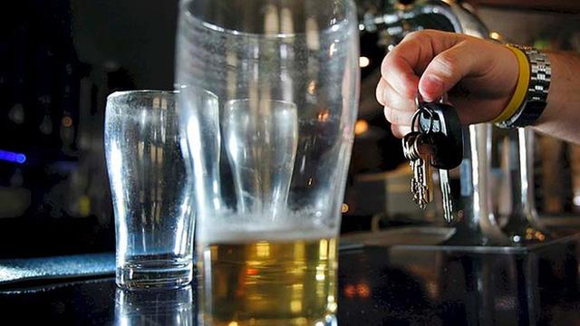 Zéró tolerancia: két pohár bor = félmilliós büntetés, egy év jogsi nélkül