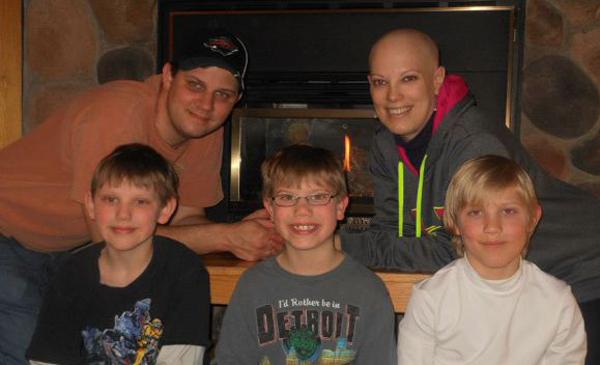 Gyerekei miatt hagyott fel a kezelésekkel a rákos anya