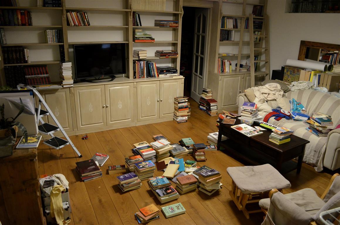 Bútormentés: fessük újra a könyvespolcot!