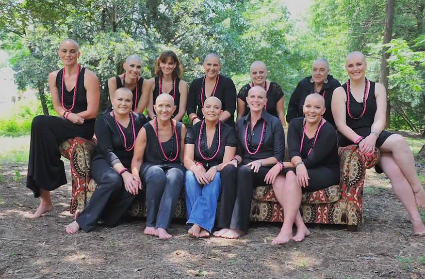 Barátai így támogatták a mellrákos nőt