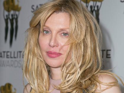 Courtney Love úgy érzi, megoldotta a maláj rejtélyt