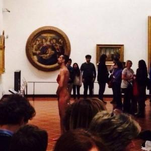 Pucérra vetkőzött egy turista az Uffizi Képtárban