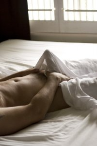 18+: Testi mesék - a férfi nem bírja tovább