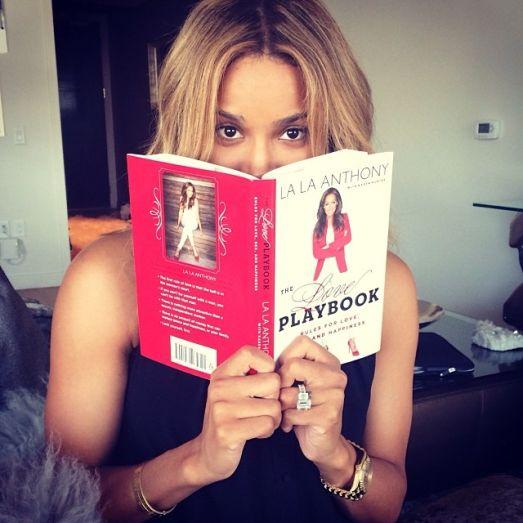 Új selfie őrület - pózolj könyvekkel