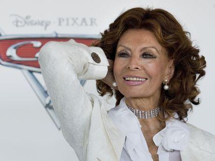 Megírja életét Sophia Loren