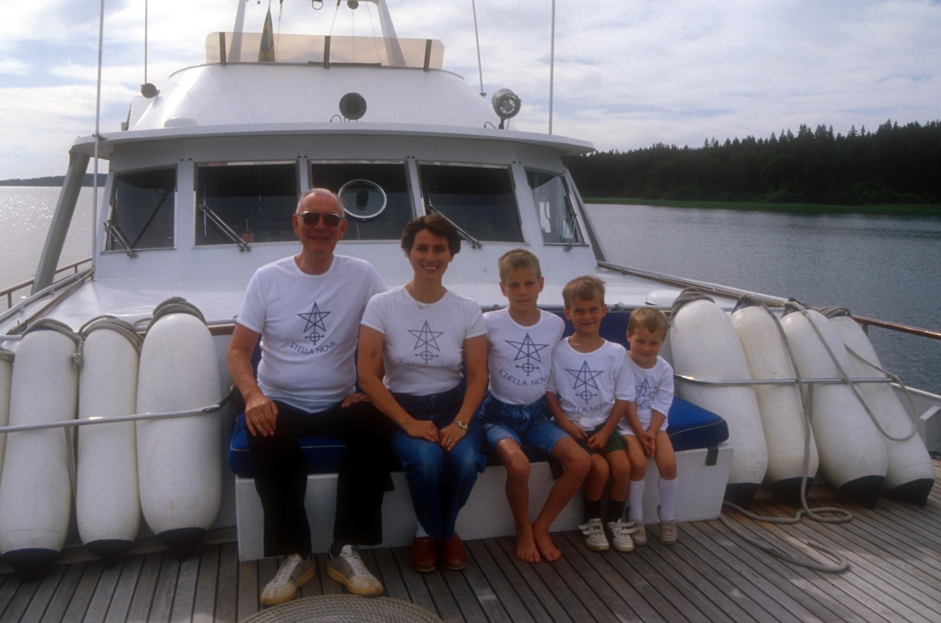 Lennart Bernadotte gróf a feleségével és a gyerekeikkel egy nyaraláson a 80-as években