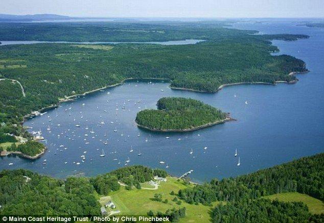 Fotó: eladó egy szív alakú sziget