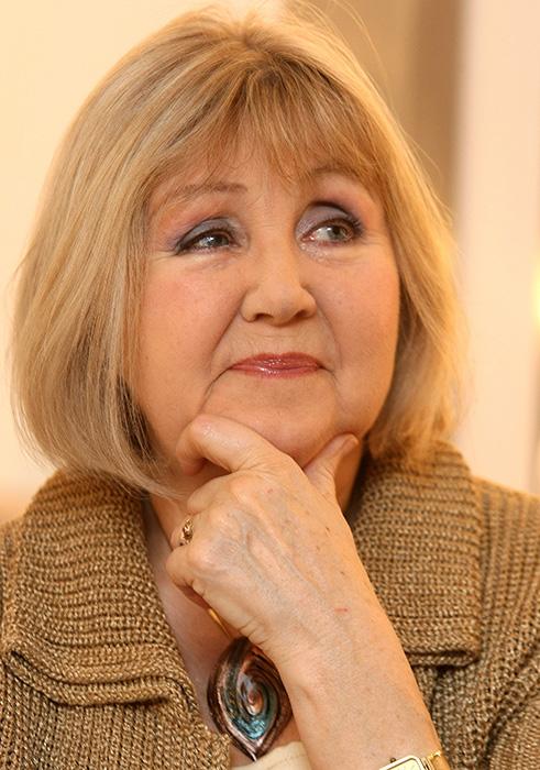 Mosolyogni tessék! Janikovszky Évára emlékeznek barátai