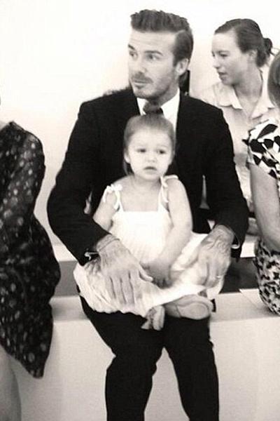 39 éves David Beckham, a világ legszexibb háztartásbeli apukája - fotók