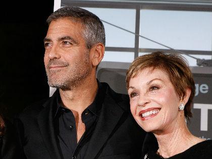 George Clooney édesanyja elfogadta fia szerelmét