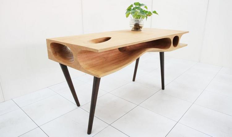 Itt a cicabiztos asztal!