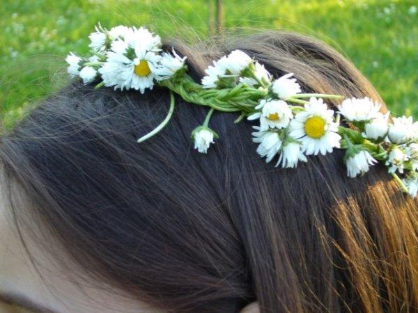 Így készül a tavaszi virágkoszorú
