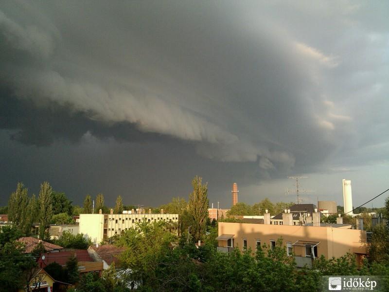 Újabb vihar csap le az országra pénteken - részletek