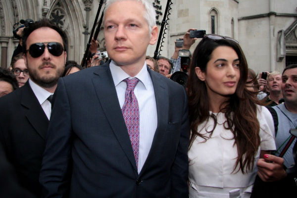 Julian Assange és Alamuddin