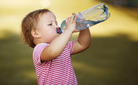 Így szoktathatod helyes folyadékfogyasztásra a gyermeked