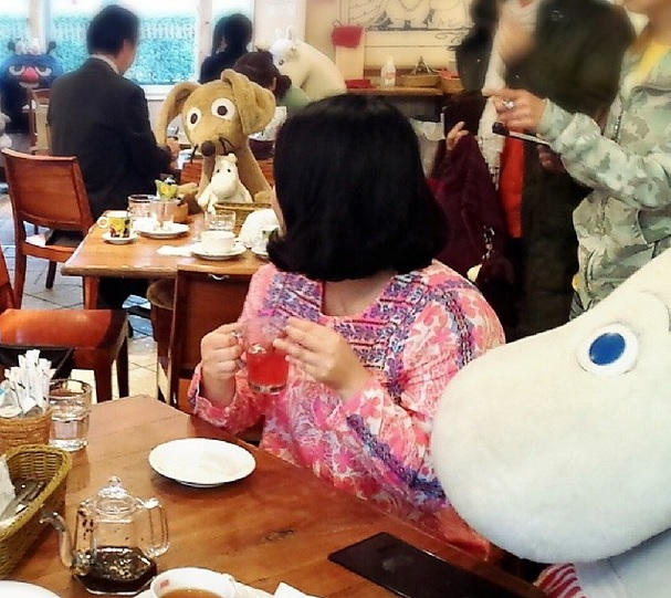 Plüssállatokkal ebédelhetnek a magányosok