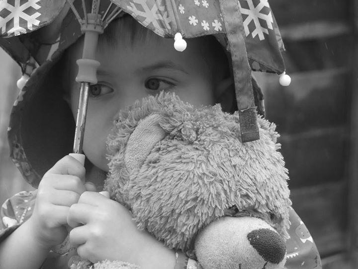 Felelőtlen szülő: elzavarta otthonról a kisgyerekeit