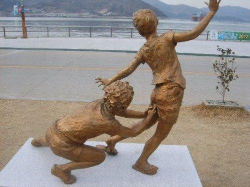 Köztéri szobrok, melyeknél befogod a gyerek szemét