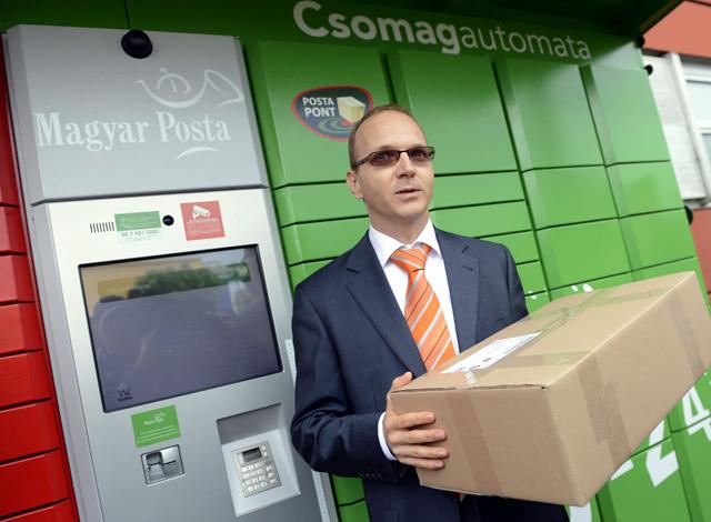 Posta csomagautomatáját Budapesten az Örs vezér téren - Fotó: Kovács Tamás / MTI