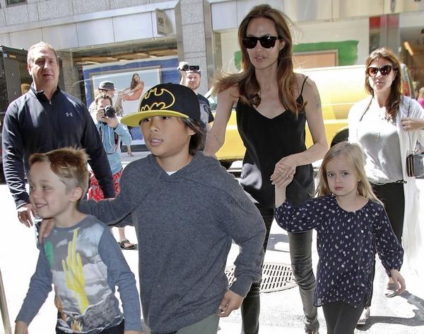 Kiosztotta a sztáranyukákat Angelina Jolie