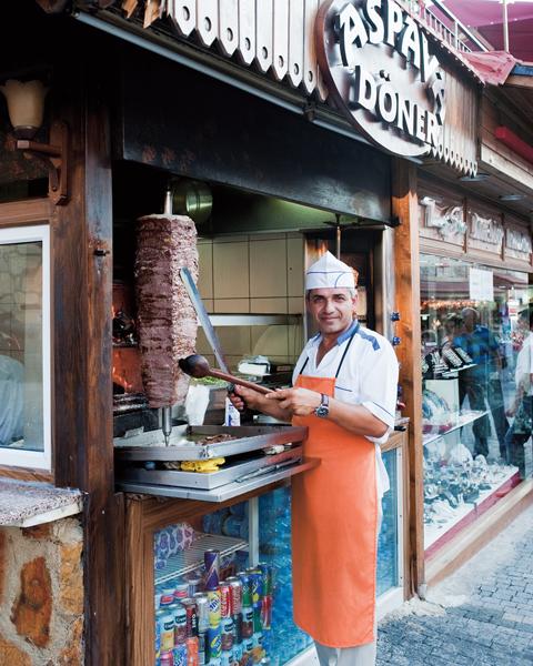A török kebab mára az egyik legnépszerűbb streetfooddá vált világszerte