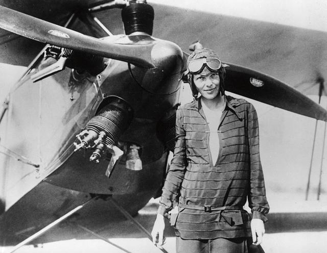 Amelia Earhart, az első nő, aki átrepülte az óceánt