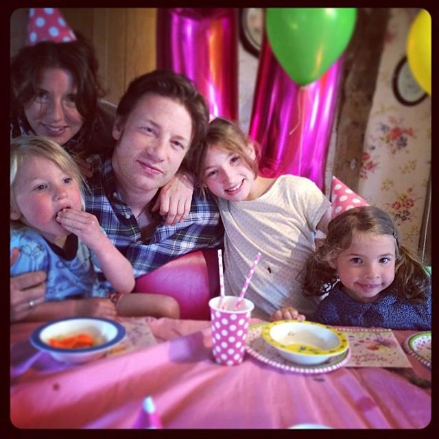 Jamie Oliver fakanál nélkül, akitől mosolyogni kell