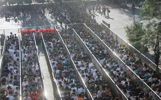 A nap képe: embertelen tömeg a világ legforgalmasabb metróállomásán