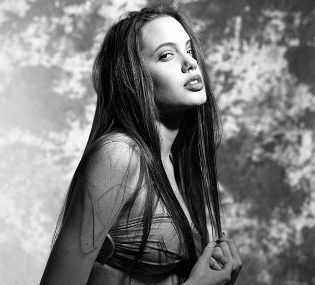20 tény a 38 éves Angelina Jolie-ról