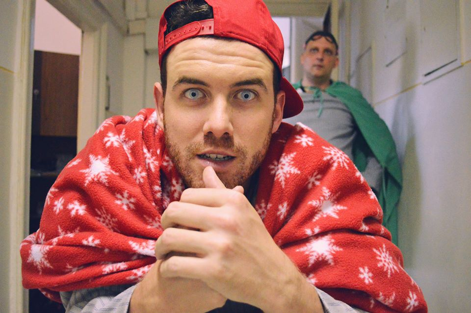 Tamás egy üvegszemű szuperhőst alakít a legújabb klipjében