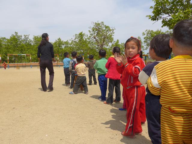 Gyerekek a nevelőotthonban, valahol vidéken