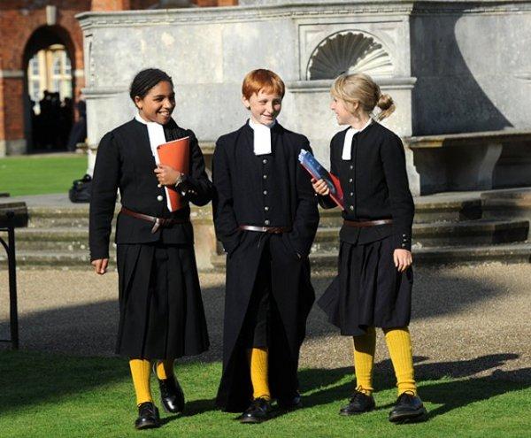 Iskolai egyenruhák a világban