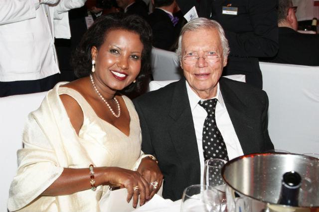 2009-ben a feleségével egy UNESCO jótékonysági gálán